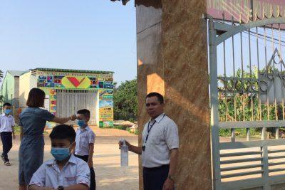 Học sinh trở lại trường sau thời gian nghỉ học phòng chống Covid -19